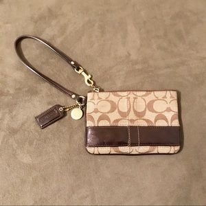 Coach Wristlet Traditional Brown